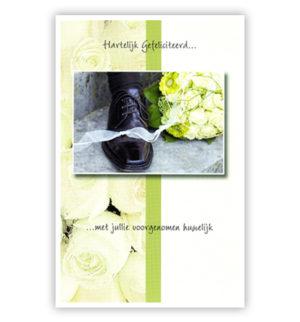 Dubbele kaart - Herenschoen naast bruidsboeket
